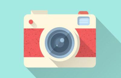 تصویری از ایکون دوربین به رنگ سفید و قرمز با زمینه آبی فیروزهای